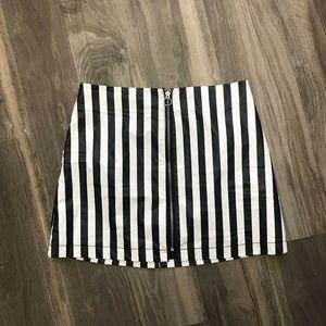 Dresses & Skirts - Black and white stripes zippered skirt